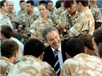 Der Irak-Krieg brachte ihn zu Fall Tony Blair besucht britische Soldaten in Basra (Foto: © Crown Copyright)