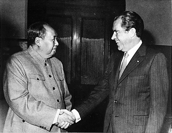 Gute PR: US-Präsident Nixon besucht Mao in China (1972). Foto: wikipedia.de