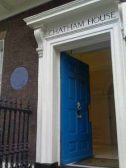 Eingang des Chatham House, London
