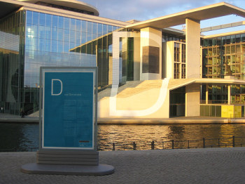 D wie Demokratie: Denkmal am Berliner Bundestag
